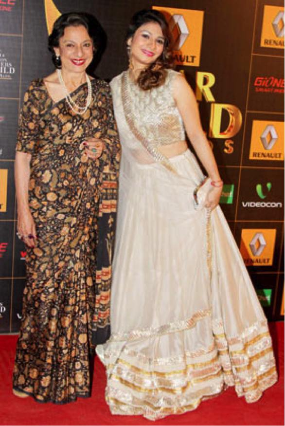 tanishaa-mukherjee-gold-ensemble